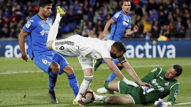 Karim Benzema kali ini tak bisa menampilkan ketajamannya setelah mencetak hattrick ke gawang Athletic Bilbao pada laga sebelumnya. (REUTERS/Sergio Perez)