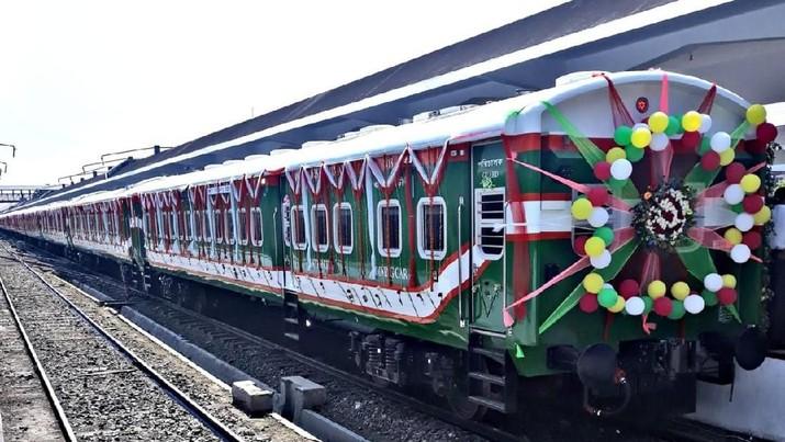 PT INKA resmi meluncurkan Kereta Api buatannya di Bangladesh pada Kamis, 25 April 2019