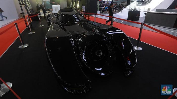 Hitam & Bersayap, Canggihnya Mobil Batman yang Mejeng di IIMS