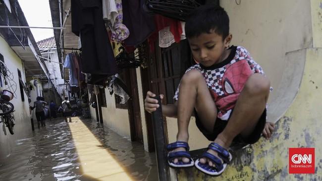 Anies mengatakan bahwa sedang ada pembangunan dua waduk kering di Ciawi. Pembangunan waduk ini diharapkan bisa mengurangi atau setidaknya mengatur volume air yang mengalir hingga ke Jakarta. (CNN Indonesia/Adhi Wicaksono)