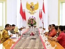 Bertemu Buruh di Istana Bogor, Jokowi Janjikan Revisi Upah