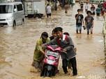 Banjir DKI: 2 Orang Meninggal & 2.370 Jiwa Mengungsi