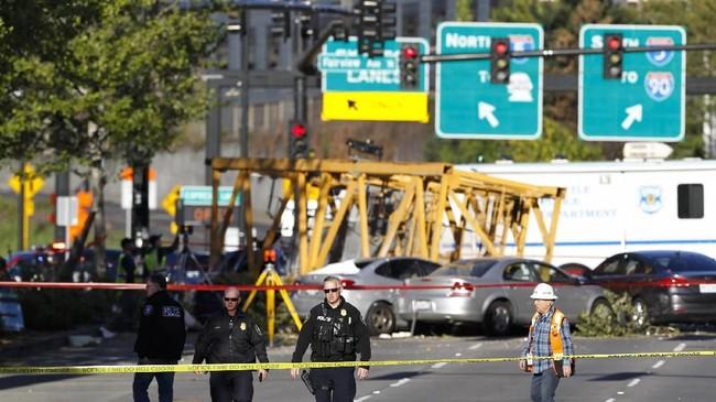 Kecelakaan alat berat jarang terjadi di Seattle. Saat ini tercatat ada 60 crane yang beroperasi di kota itu. (AP Photo/Joe Nicholson)