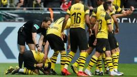 Bintang Dortmund Dilempar Korek Api Usai Lewati Torehan Messi