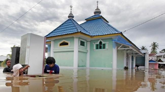 Kerusakan fisikyang disebabkan banjir di Bengkulu meliputi 184 rumah, 4 unit fasilitas pendidikan, dan 40 titik infrastruktur. (ANTARA FOTO/David Muharmansyah/ama)