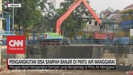 VIDEO: Pengangkutan Sisa Sampah di Pintu Air Manggarai