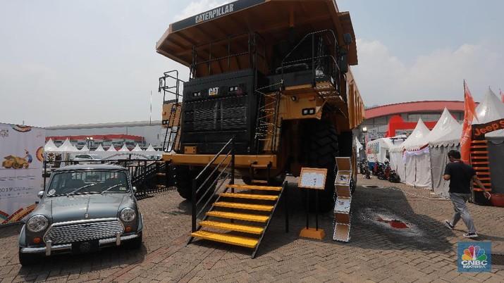 IIMS 2019 juga memamerkan alat tambang raksasa, bagi pengunjung yang ingin memiliki kendaraan ini dapat merogoh kocek sebesar Rp 13 milliar.