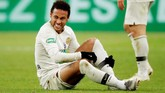 3. Neymar ada di posisi ketiga walaupun sering cedera. Total pendapatannya adalah US$105 juta [Rp1,4 triliun]. (REUTERS/Charles Platiau)