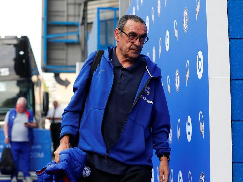 Masa depan Maurizio Sarri terus dispekulasikan di Chelsea. Dia dikabarkan menjalin kontak dengan Bianconeri. (Foto: Eddie Keogh/Reuters)