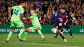 Gol yang dinanti Barcelona baru tercipta dimenit ke-62 lewat aksi sang megabintang, Lionel Messi, yang baru dimainkan di awal babak kedua. (REUTERS/Albert Gea)