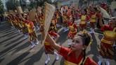 Di Dago, Bandung, Jawa Barat 3.991 penari memanfaatkan Hari Bebas Kendaraan Bermotor untuk menari ronggeng geber secara bersama-sama dalam rangka peringatan Hari Tari Sedunia. (ANTARA FOTO/Raisan Al Farisi)