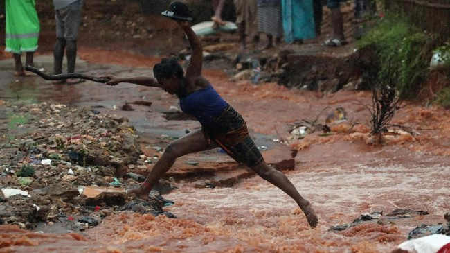 Karena tingkat kerusakan yang parah, PBB menyetujui pemberian bantuan sebesar Rp184,5 miliar kepada Mozambik dan Pulau Komoro yang diterjang Badai Kenneth.(REUTERS/Mike Hutchings)
