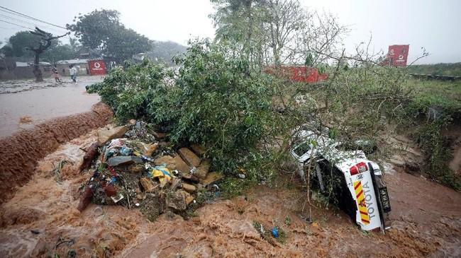 Bank Dunia memperkirakan Mozambik butuh Rp28,3 triliun untuk membangun kembali setelah diterjang Badai Kenneth. (REUTERS/Mike Hutchings)