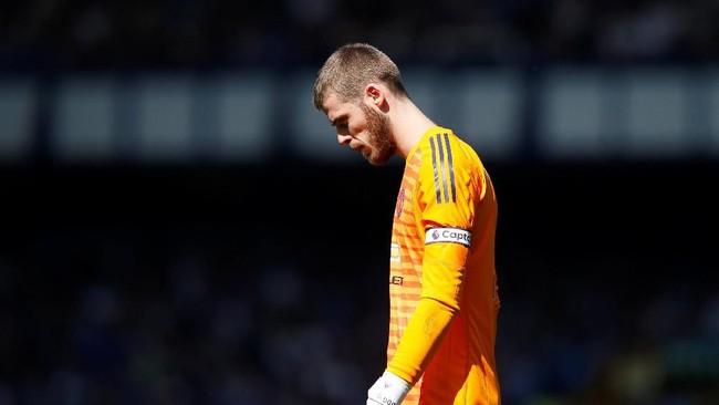 Tampil sebagai kapten tim, David de Gea tampil mengecewakan ketika bertamu ke Stadion Goodison Park markas Everton. Gawangnya dibobol empat kali dan Man United mengalami kekalahan terbesar pada musim ini. (REUTERS/Andrew Yates)