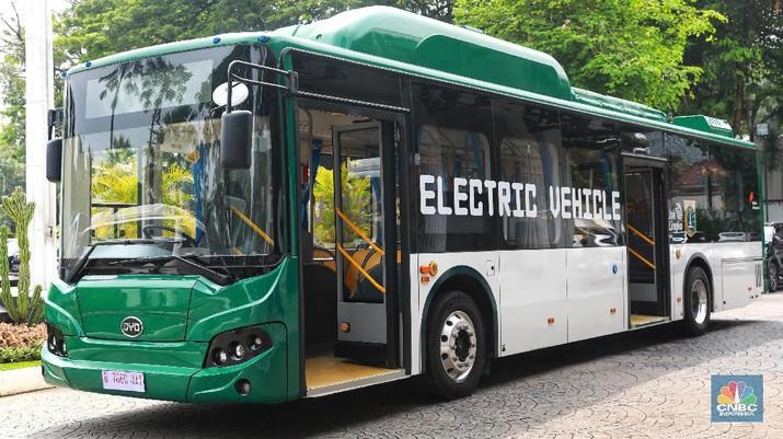 Namun, nantinya tarif yang akan dikenakan kepada penumpang bus listrik itu tetap akan sama dengan armada TransJakarta berbahan bakar solar.