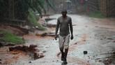 Badai Kenneth yang lebih kuat dari Badai Idai sudah lebih dulu menerjang Provinsi Cabo Delgado. Angin dengan kekuatan 225 kilometer per jam dipadu curah hujan ekstrem membuat warga setempat khawatir. (REUTERS/Mike Hutchings)