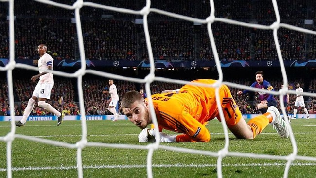 Pertandingan melawan Barcelona di Stadion Camp Nou menjadi awal penampilan buruk David de Gea dalam empat laga terakhir. (REUTERS/Sergio Perez)