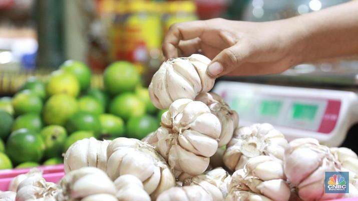 Jelang Bulan Ramadan, Harga Bawang Putih hingga Telur Naik