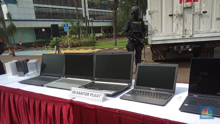 Dell, Microsoft, & Intel Tolak Kenaikan Bea Impor Laptop