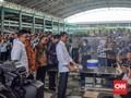 Jelang May Day Jokowi Makan Siang Bareng Buruh 'Nike'