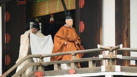 Kaisar Akhito Berdoa ke Dewa Matahari Sebelum Turun Takhta