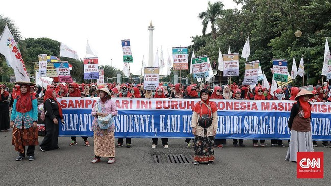 Namun, polisi memusatkan kegiatan aksi hari buruh di sekitar Patung Kuda dan melakukan sterilisasi kawasan Istana. (CNN Indonesia/Andry Novelino)