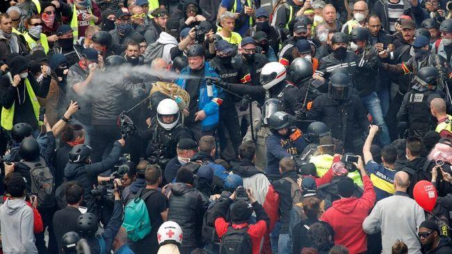 Rusuh Peringatan May Day di Paris dan St Petersburg