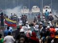 FOTO: Kerusuhan Warnai Demo Kudeta di Venezuela