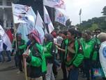 May Day, Ojek Online & Puluhan Ribu Buruh Padati Senayan!