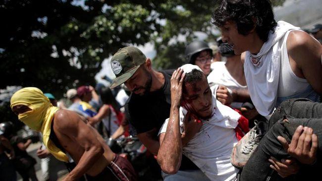 Puluhan warga Venezuela Terluka Saat Bentrok Dengan Aparat