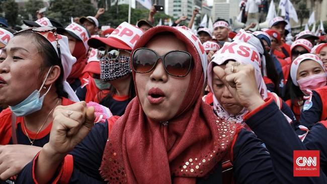 Para buruh melakukan aksi Peringatan Hari Buruh (May Day) di area Patung Kuda, Jakarta Pusat, Rabu 1 Mei 2019. (CNN Indonesia/Andry Novelino)