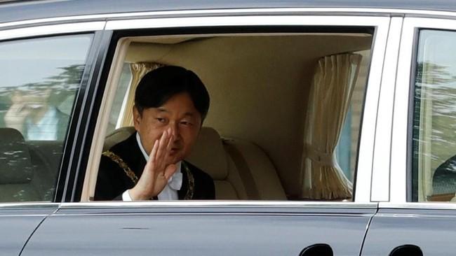 Dilahirkan pada 23 Februari 1960, Naruhito adalah pangeran Jepang pertama yang tumbuh di bawah atap yang sama dengan orang tua dan saudara kandungnya - anak-anak kerajaan sebelumnya dibesarkan oleh pengasuh dan guru. (REUTERS/Kim Kyung-Hoon)