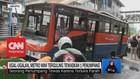 VIDEO: Ugal-Ugalan, metromini Terguling Tewaskan 1 Penumpang