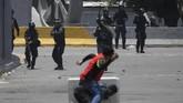 Kericuhan ini pecah setelahpemimpin oposisi Juan Guaido menyerukan militer untuk bangkit melawan Presiden Nicolas Maduro(Photo by Federico PARRA / AFP)