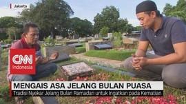 VIDEO: Mengais Berkah di Pemakaman