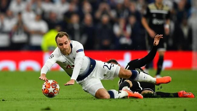 Christian Eriksen menjadi salah satu pemain Tottenham Hotspur yang reuni dengan Ajax selain Davinson Sanchez, Toby Alderweireld, dan Jan Vertonghen. (REUTERS/Dylan Martinez)