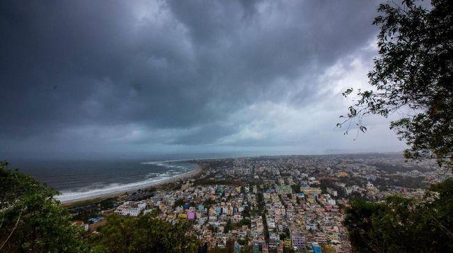 Waspada Badai Siklon, India Kerahkan Personel Darurat