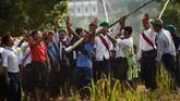 Sekitar 12 hari setelah perayaan tahun baru Myanmar, suhu biasanya naik dan hujan tak kunjung tiba. Itulah waktunya komunitas Pa'O menggelar kompetisi roket tahunan di Nantar. (Ye Aung THU / AFP)