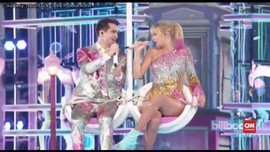 VIDEO: Warna-warni Taylor Swift, Payung dan Marching Band