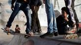 Setiap pekannya sekitar 20 anak muda berkumpul untuk belatih skateboard atau rollerblade, mereka menamakan dirinya Gaza Skate Team.