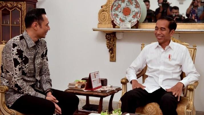 Pertemuan Empat Mata Jokowi & AHY di Istana Negara