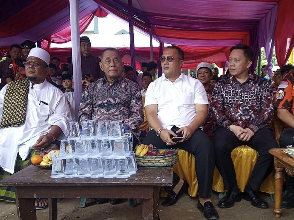 Menteri Pertahanan Republik Indonesia Ryamizard Ryacudu (tengah) didampingi Sekjen Pemuda Pancasila Arief Rahman (kanan) saat menghadiri acara tersebut. Foto: dok. PP
