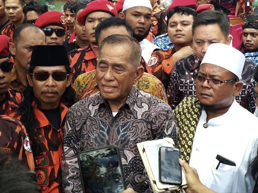 Kehadiran Menhan itu dalam rangka acara Munggah Akbar se Tangerang Utara, di Ponpes Salafiyah Harokatul Yamanie, Tangerang, Rabu (1/5/2019). Foto: dok. PP