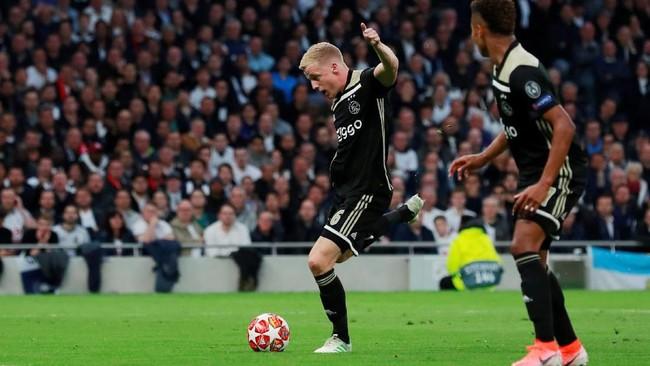 Donny van de Beek menjadi pencetak gol semata wayang dalam laga Tottenham Hotspur vs Ajax Amsterdam. (Action Images via Reuters/Andrew Couldridge)