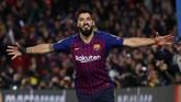 Luis Suarez melakukan selebrasi setelah mencetak gol ke gawang mantan klub. Aksi Suarez tersebut sempat mendapat respons negatif dari fan Liverpool. REUTERS/Sergio Perez)
