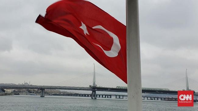 Selat Bosphorus memiliki panjang 30 km dan menghubungkan Laut Marmara dan Laut Hitam. (CNNIndonesia/Agustiyanti)