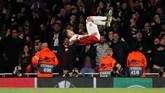 Pierre-Emerick Aubameyang merayakan gol ketiga Arsenal saat melawan Valencia. Skor 3-1 untuk The Gunners bertahan hingga laga usai. (REUTERS/David Klein)