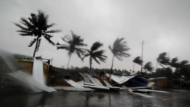 Sebelumnya, India sudah mengevakuasi lebih dari satu juta warga dari negara bagian Odisha yang terletak di dekat pesisir timur. (AP Photo)