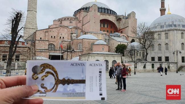 Museum Hagia Sophia. Berusia lebih dari 1.000 tahun, museum ini pernah menjadi gereja kemudian masjid. (CNNIndonesia/Agustiyanti)