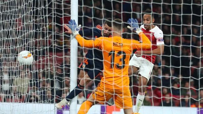 Arsenal akhirnya memastikan kemenangan 3-1 atas Valencia lewat gol Pierre-Emerick Aubameyang pada menit ke-90 menyambut umpan silang Sead Kolasinac. (REUTERS/Eddie Keogh)